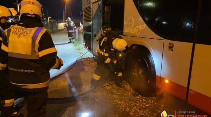 Aus bisher unbekannter Ursache kam es gestern zu einem Entstehungsbrand bei einem Reisebus in Wolfsberg.