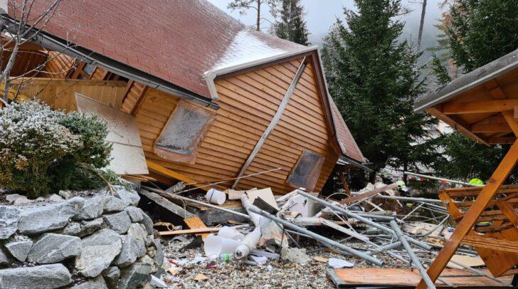 Das aus Holz bestehende Wochenendhaus wurde bei der Explosion vollständig zerstört.