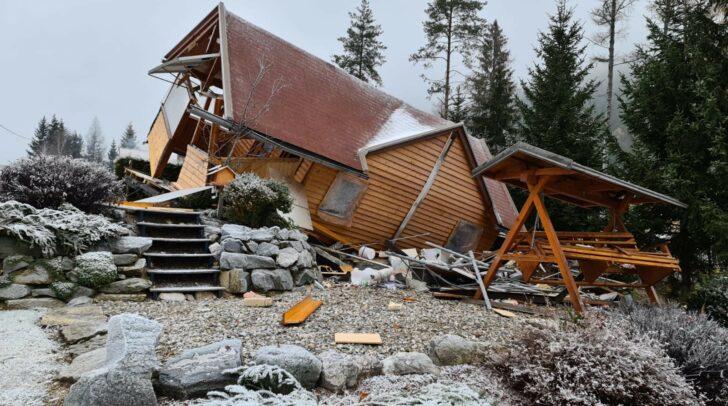 Das in holzbauweise errichtete Wochenendhaus wurde bei der Gasexplosion völlig zerstört.