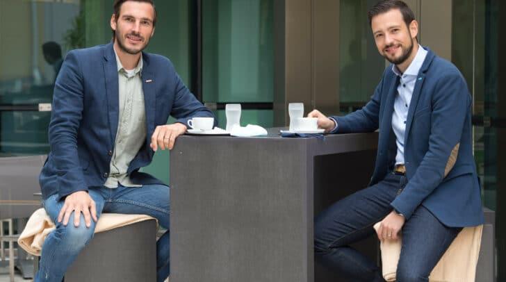WK-Obmann Stefan Sternad und Landesrat Sebastian Schuschnig freuen sich über die große Investitionsfreude der Kärntner Wirte.