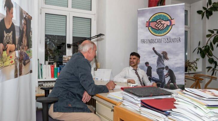 SOB-Direktor Wilfried Hude ist stolz darauf, dass Jellaj an seiner Schule ist.