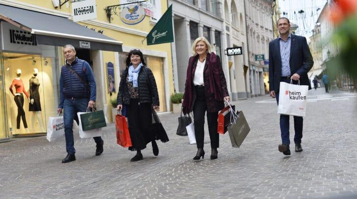 Kommerzialrat Max Habenicht (Bezirksstellen-Obmann Wirtschaftskammer), Mag. Inga Horny (Leiterin Stadtmarketing), Bürgermeisterin Dr. Maria-Luise Mathiaschitz, Stadtrat Markus Geiger.