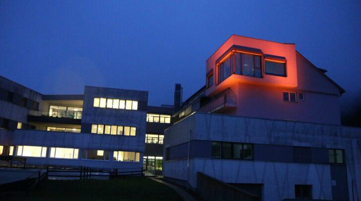 """Bereits zum zweiten Mal unterstützt das Öffentliche Krankenhaus Waiern die UN-Kampagne """"Orange the World"""""""
