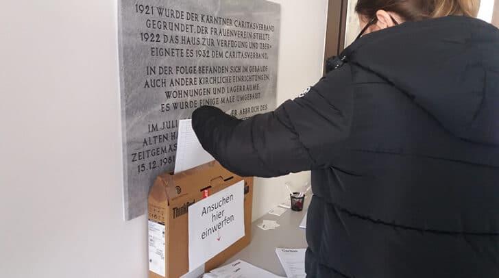 Hilfsanträge können online gestellt oder direkt im Foyer der Caritas-Zentrale abgegeben werden.