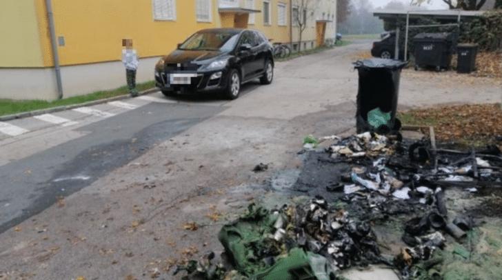 An drei verschiedenen Örtlichkeiten wurden Mülltonnen in Brand gesetzt.