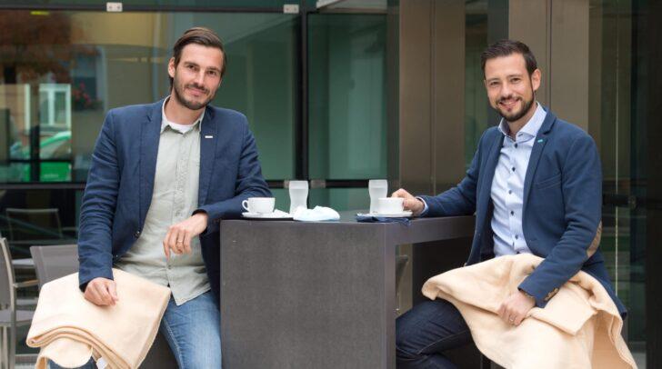 WK-Obmann Stefan Sternad und Landesrat Sebastian Schuschnig sehen in der Winter-Open-Air-Gastronomie Chancen für Unternehmen und Gemeinden.