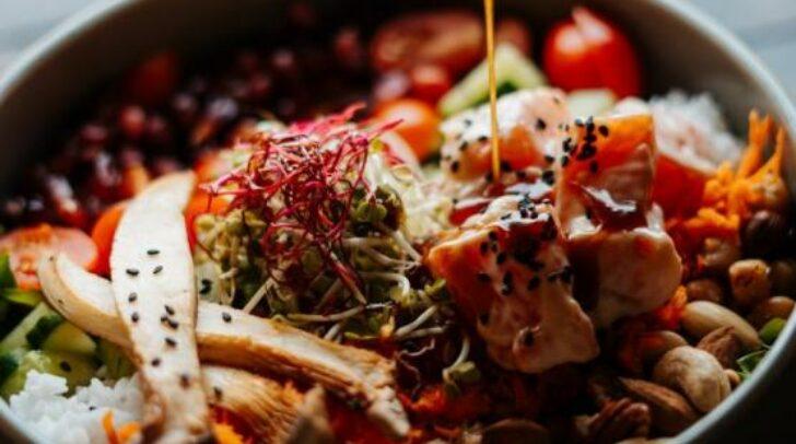 Schlemmen wie ein Kaiser: Hol dir deine Köstlichkeiten direkt beim Restaurant Charles im Hotel Palais26 ab!