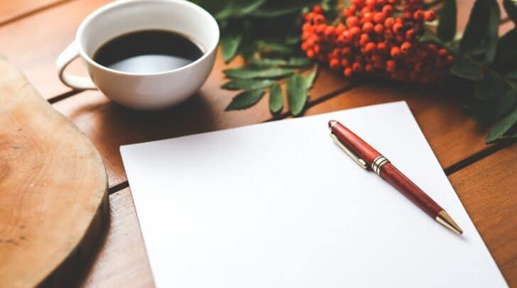 Schreibe deine Gedanken und Erinnerungen an die verstorbene Person auf.