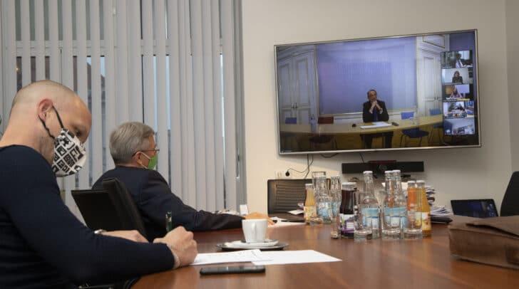LH Peter Kaiser und Bildungsdirektor Robert Klinglmair in der heutigen Videokonferenz mit den anderen Bundesländern und BM Heinz Faßmann.