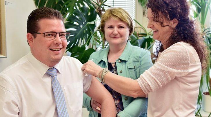 Gesundheitsreferent Christian Pober bei der Langen Nacht des Impfen im Jahr 2019.
