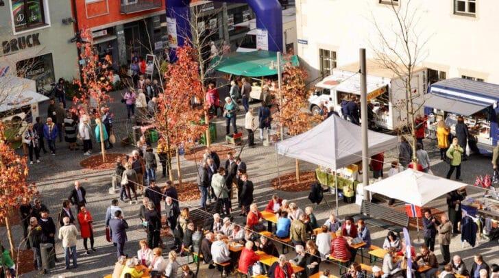 Bei der Eröffnung des Rathausmarkte wurde der Wochenmarkt bereits erfolgreich auf dem Rathausmarkt abgehalten