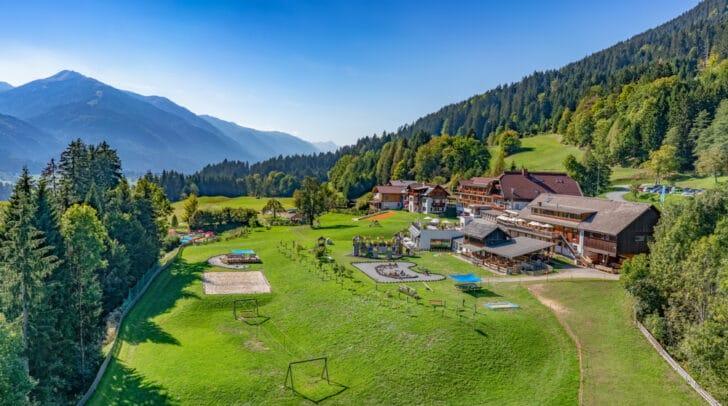 Das Kinderhotel Ramsi belegt auf der HolidayCheck-Award Liste der beliebtesten Hotels in Kärnten heuer Platz 3.