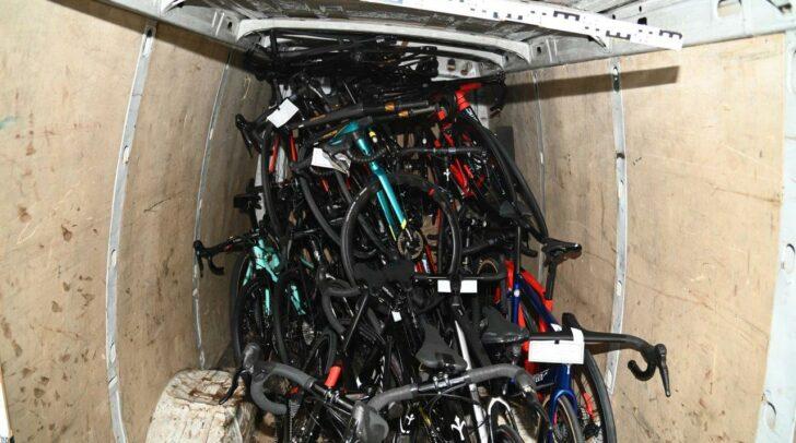 Sie stahlen 25 hochwertige Rennräder aus dem Geschäft.
