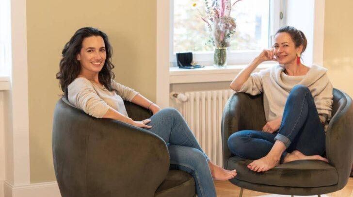 Die Psychologinnen Manuela Germ (links) und Elisabeth Franz-Stangl geben Tipps, wie man zu mehr Zufriedenheit im Alltag kommt.