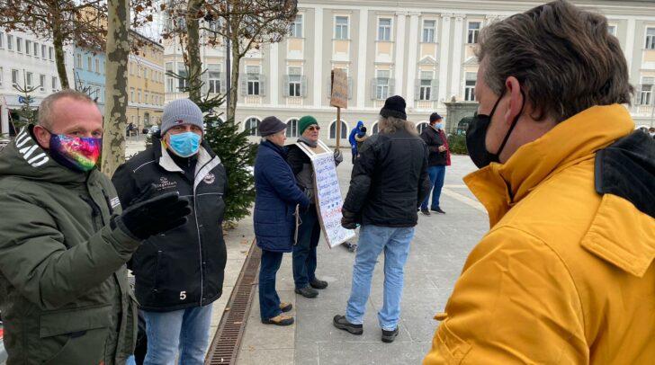 Christian Scheider bei der heutigen Demo am Neuen Platz in Klagenfurt.