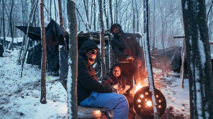 Die Menschen sind nur unzureichend vor Kälte und Nässen geschützt.