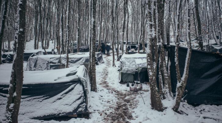 Das improvisierte Lager im Wald bei Bihac.