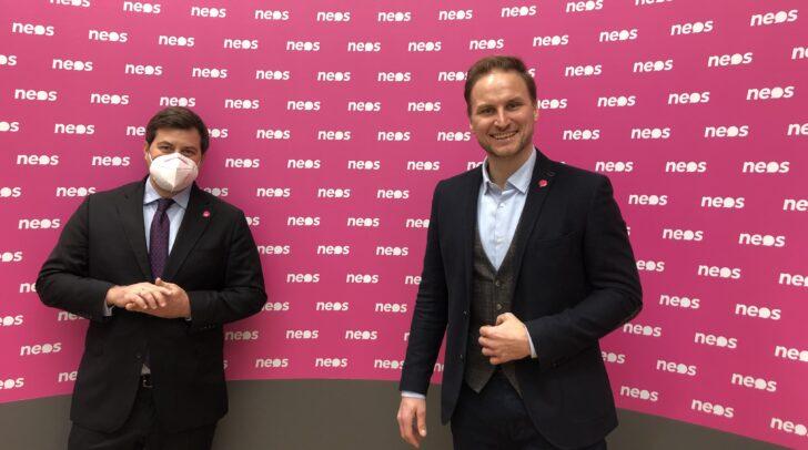 NEOS-Bürgermeisterkandidat für Klagenfurt, Janos Juvan, präsentiert mit NEOS.NRAbg. Michael Bernhard ein Konzept für eine kühle und grünere Landeshauptstadt.