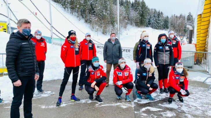 Landessportdirektor Arno Arthofer, Bürgermeister Günther Albel und Stadtrat Harald Sobe (v.l.) begrüßten die Sportlerinnen.
