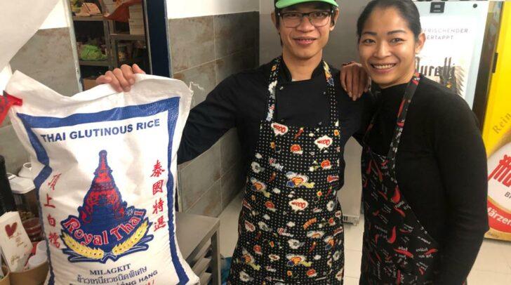 Angkoon und ihr Bruder sind die Experten für thailändisches Essen.
