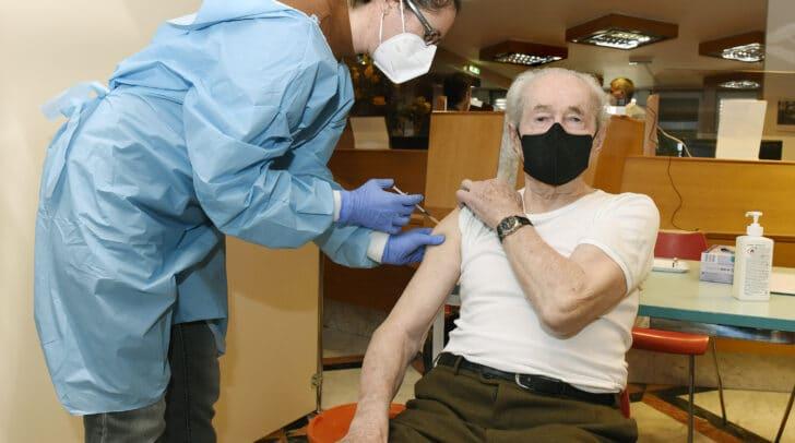 Geplant ist, alle angemeldeten Über-80-Jährigen an den kommenden Wochenenden zu impfen.
