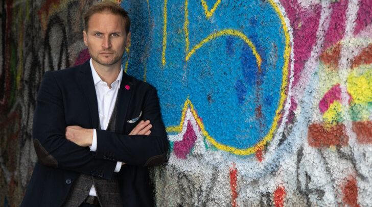 Janos Juvan, NEOS-Spitzenkandidat in Klagenfurt, fordert eine bessere Nutzung des Messeareals.