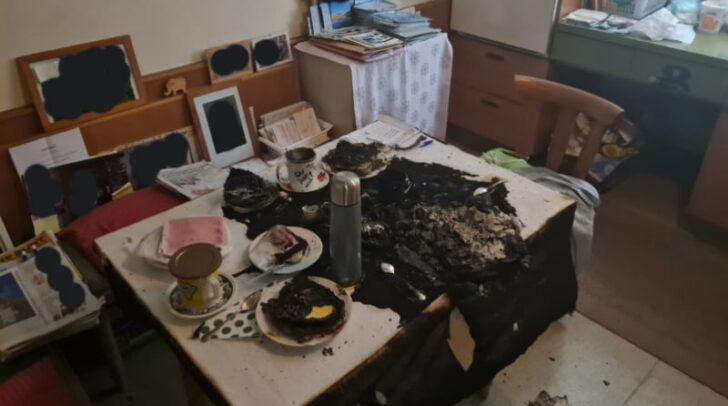 Als Brandherd konnte ein überhitztes Teelicht im Bereich des Küchentisches lokalisiert und rasch gelöscht werden.