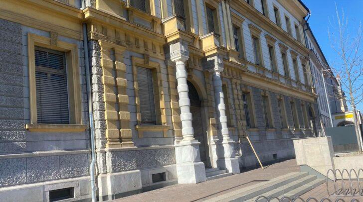 Ob das angekündigte Budgethotel kommt oder nicht soll in einem Landtags-Kontrollausschuss am 20. April geklärt werden.