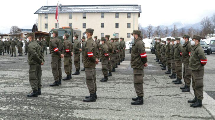 Insgesamt 160 Soldatinnen und Soldaten aus Salzburg und Kärnten helfen seit heute bei den Grenzkontrollen in Tirol.