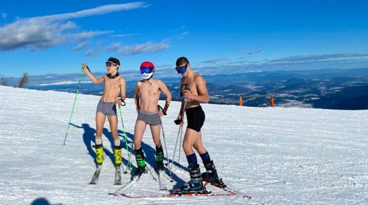 Das ungewöhnliche Ski-Outfit dreier Burschen entdeckte heute eine 5-Minuten-Leserin auf der Gerlitzen Alpe.