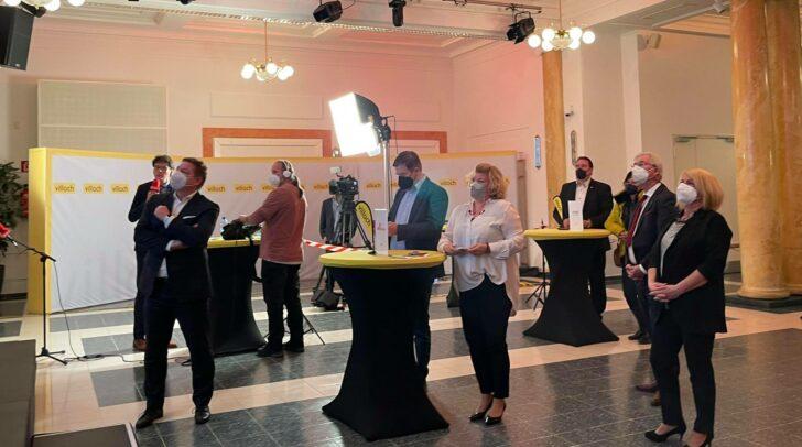 Villacher Politik bei der Verkündung des vorläufigen Wahlergebnisses am Sonntag.