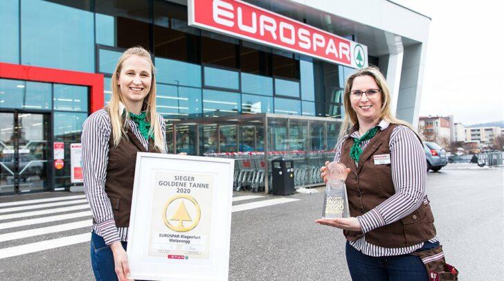 Lisa Egger und Cornelia Stadtschreiber vom EUROSPAR Klagenfurt, Welzenegg freuen sich über die große Auszeichnung.