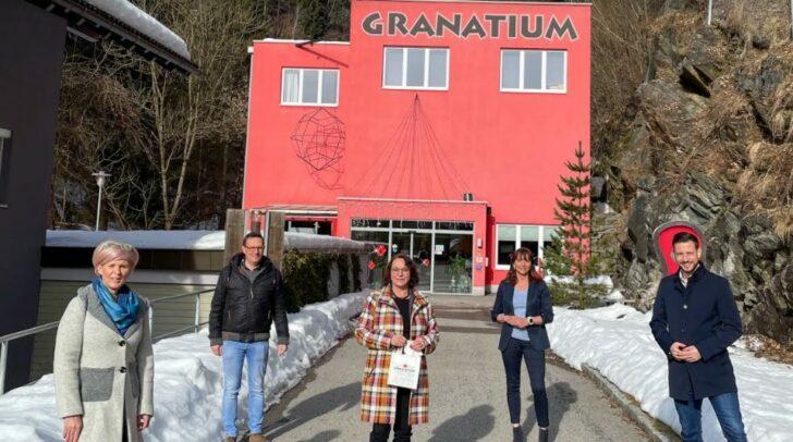 Anja Schmied (Obfrau), Bgm. Michael Maier, Bettina Golob (GF Granatium), Melanie Golob (TVB), LR Sebastian Schuschnig (v.l.n.r.)