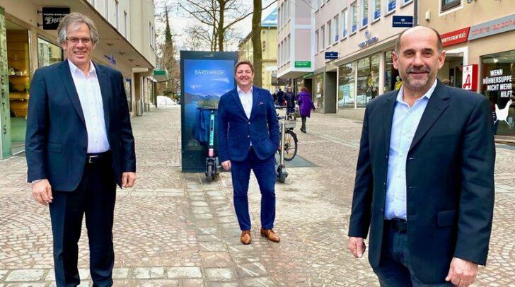 Von links: Steuerberater Bruno Napetschnig, Bürgermeister Günther Albel und Bauherr Harald Marbek