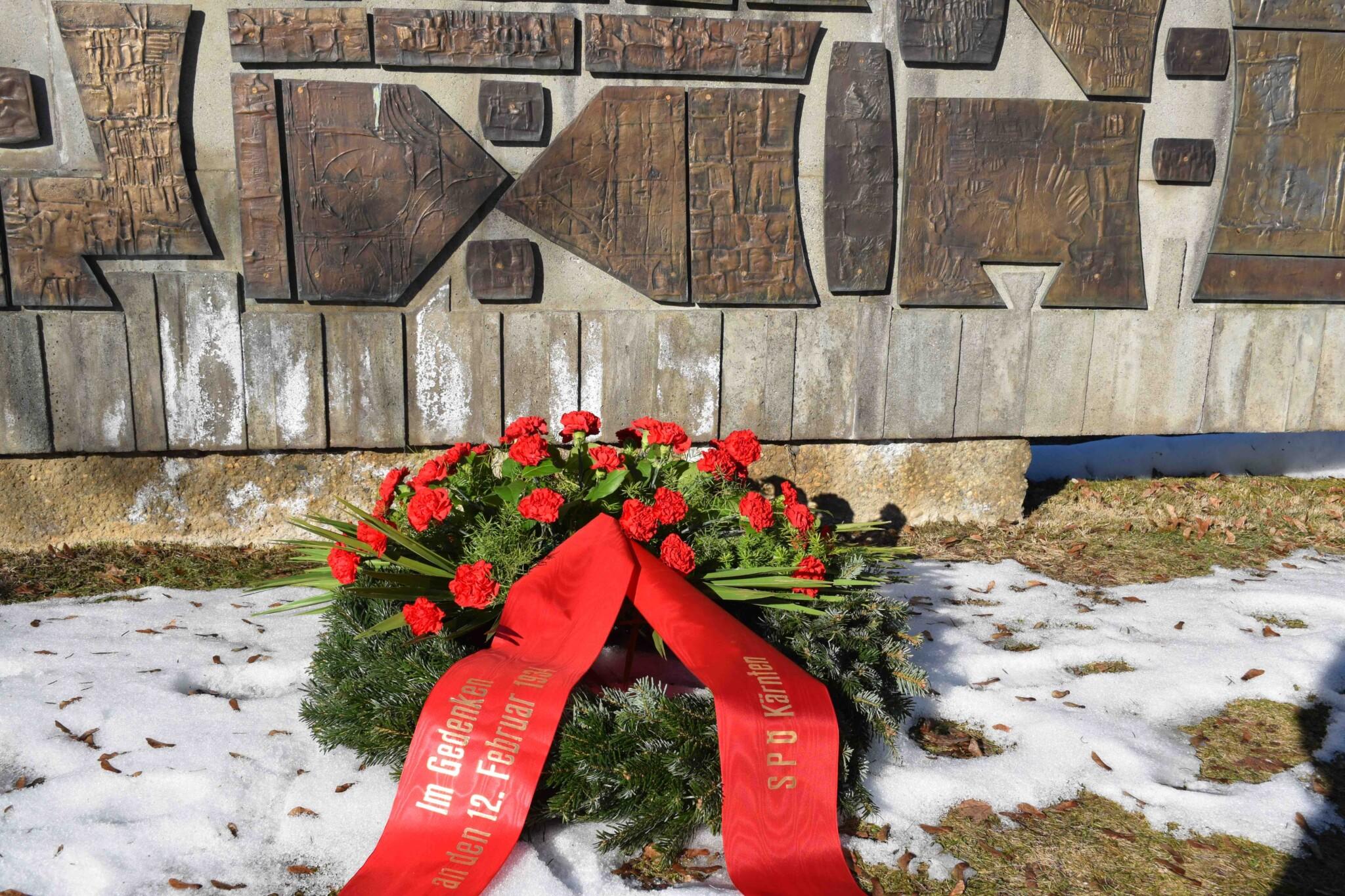 Am Friedhof Annabichl/Klagenfurt wurden heute Kränze niedergelegt um an die Ereignisse am 12. Februar 1934 zu erinnern.