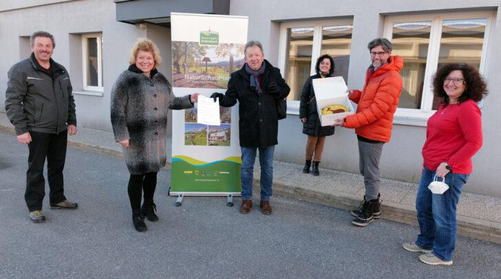 Irene Hochstetter-Lackner bedankt sich gemeinsam mit dem Team des Naturparks für 18 Jahre erfolgreiche Zusammenarbeit. (Archivfoto)