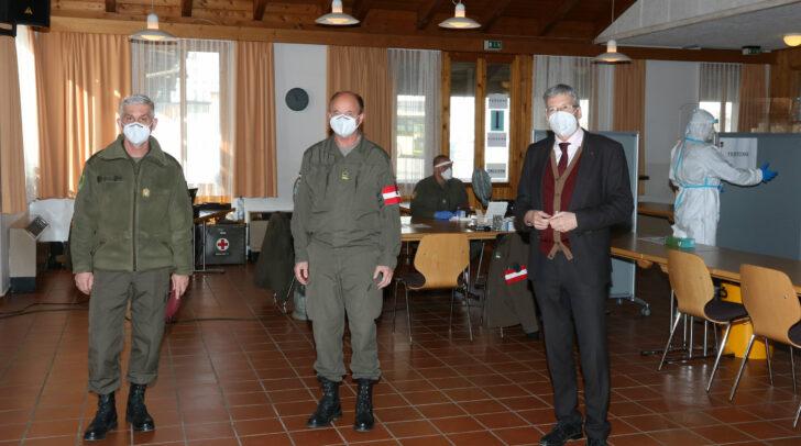 LH Kaiser zu Besuch in der Teststation St. Lorenzen.