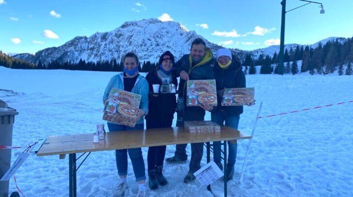 Der italienische Gastronom Fausto Fedrigo mit seiner Familie im Skigebiet Nassfeld.