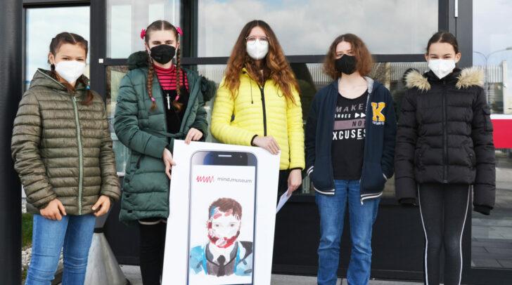 Schülerinnen und Schüler des Ingeborg-Bachmann-Gymnasiums präsentieren im
