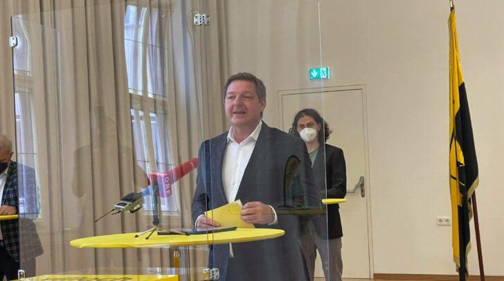 Bürgermeister Günther Albel präsentiert den neuen Villacher Stadtsenat