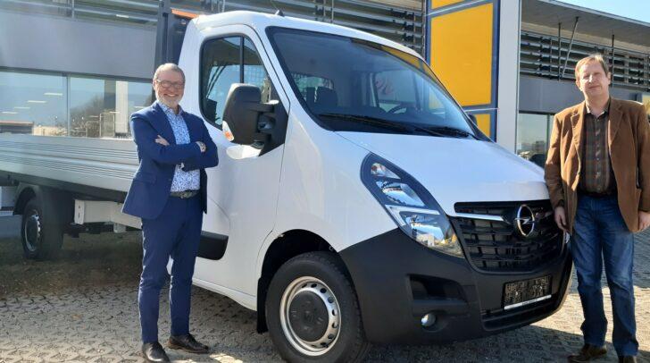 """Ob Pritschenwagen oder Van: """"Wir finden das passende Fahrzeug für Ihr Unternehmen"""", versichern Kadir Metin und Joachim Leitner (l.)."""