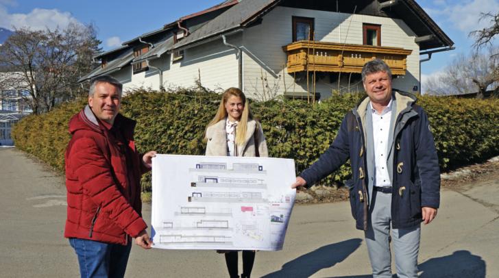 Vizebürgermeister Andreas Unterrieder, Birgit Mavija und Bürgermeister Gerhard Pirih (von links).