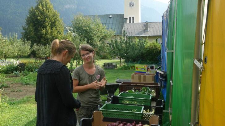 Gemüseexpertin Birgit Zeitlhofer (rechts) und ein weiteres Mitglied der