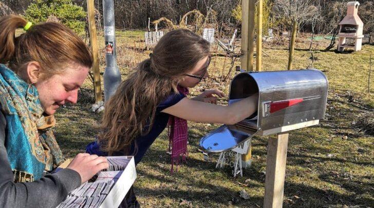 Derzeit warten Saatgutsäckchen im Postkasten beim UniGarten darauf, von Hobbygärtnern abgeholt zu werden. Gerne kann auch getauscht werden.