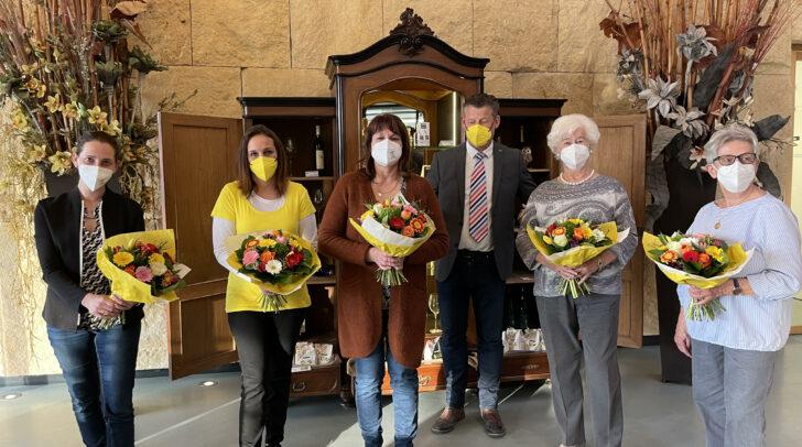 Die fünf verdienstvollen Klagenfurterinnen mit Christian Scheider (Team Kärnten).