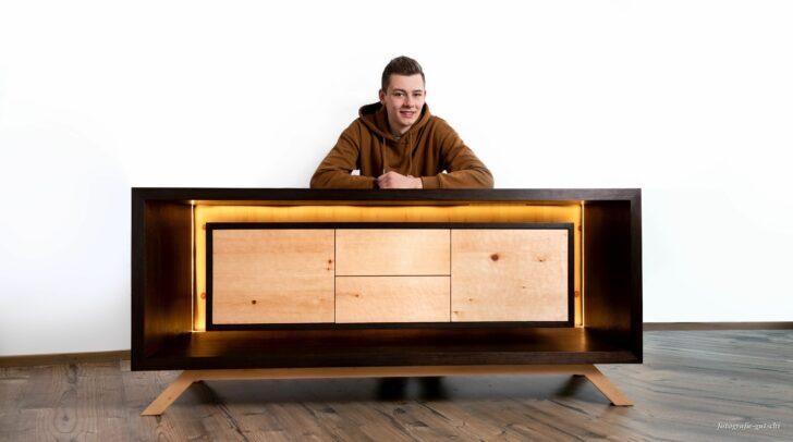 Raphael Meßner konnte mit seinem Sideboard überzeugen und holte sich den begehrten Designpreis.