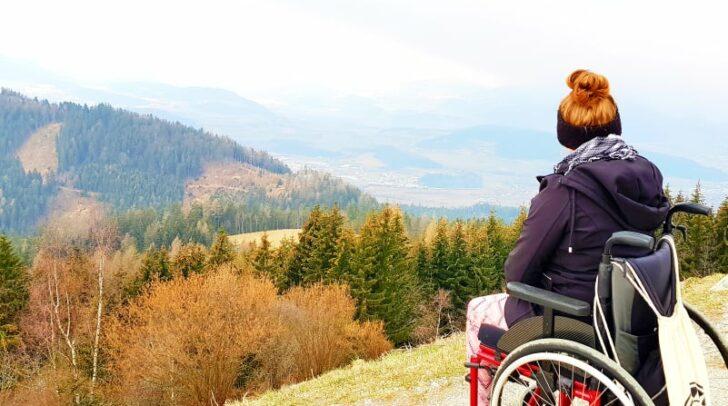 Für sie ist der Rollstuhl kein Hindernis: Stefanie Slana ist regelmäßig auf Kärntens Bergen unterwegs.