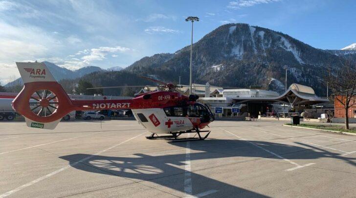 Der Verunfallte wird aktuell vom Rettungshubschrauber RK1 in das Klinikum Klagenfurt geflogen.