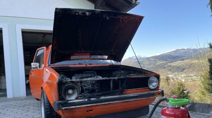 Ein PKW hatte in einer Garage in Nikelsdorf Feuer gefangen. Der Besitzer und Nachbarn schritten jedoch schnell ein.