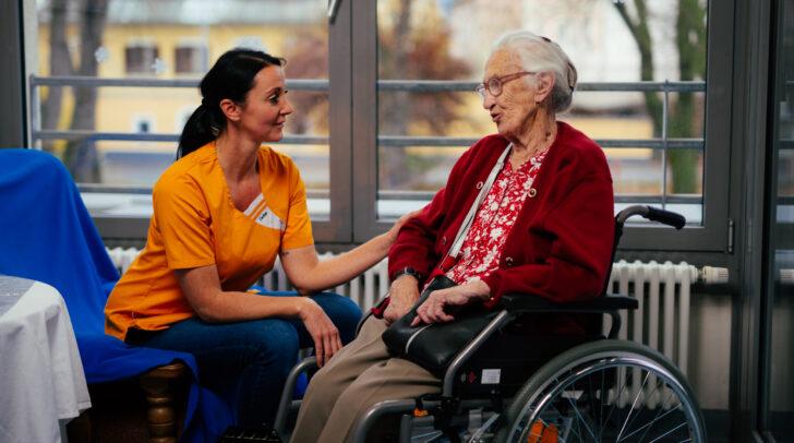 Sozialbetreuerinnen und -Betreuer unterstützen im Alltag und fördern eine sinnstiftende Lebensgestaltung
